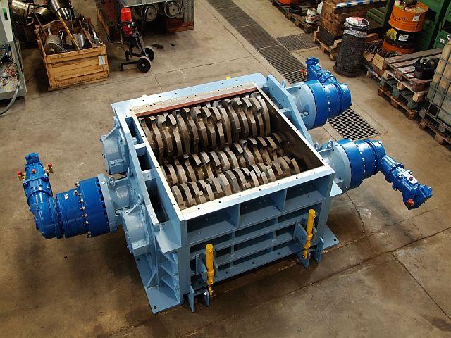 Többtengelyes hulladékaprító és daráló gép